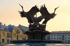 Morgenansicht des Brunnens auf Unabhängigkeits-Quadrat, Minsk, Weißrussland lizenzfreie stockbilder