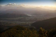 Morgenansicht und Sonnenaufgang der Himalajaberge Stockbilder