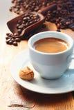 Morgencup schaumiger Espressokaffee Stockfoto
