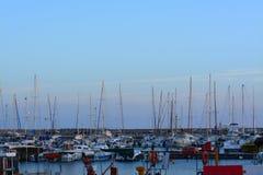 Morgendämmerung am Hafen Stockfotos