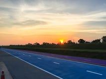 Morgenfahrrad mit Sonnenaufgang Stockfotografie