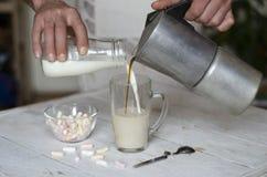 Morgenfrühstück, -kaffee und -milch Stockfotografie