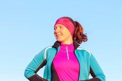 Morgengymnastik der athletischen Frau für Lauf Stockfoto