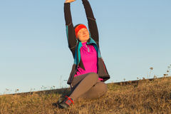 Morgengymnastik der athletischen Frau für Lauf Stockbild