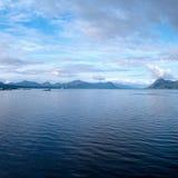 Morgenhimmel über einem Fjord in Norwegen Stockfotos