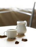 Morgenkaffee über Schokolade Lizenzfreies Stockfoto