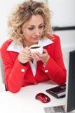 Morgenkaffee im Büro Lizenzfreies Stockfoto