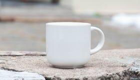 Morgenkaffee mit weißem Glas Lizenzfreie Stockfotos