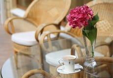 Morgenkaffee nach dem Regen Stockbilder