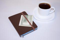 Morgenkaffee und -pläne für den Tag Stockbilder