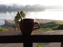 Morgenkaffeeterrasse Stockfoto