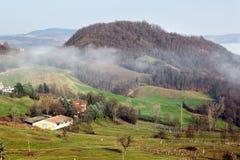 Morgenlandschaft in den Apennines-Bergen stockfotos