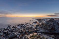 Morgenlicht am Ozeanufer Stockbild
