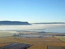 Morgennebel über Loch Leven, Schottland stockfotografie