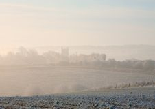 Morgennebel, Cotswolds Stockfotos