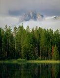 Morgennebel in der Sägezahn-Strecke, Redfish See, Sägezahn-nationales Erholungsgebiet, Idaho stockfoto