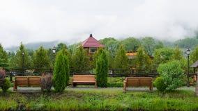 Morgenpark in den Karpaten ukraine lizenzfreie stockfotos
