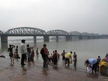 Morgenritual auf dem Hoogly-Fluss in Kolkata Stockfoto
