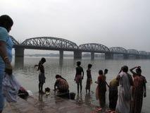 Morgenritual auf dem Hoogly-Fluss in Kolkata Stockbild