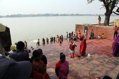 Morgenritual auf dem Hoogly-Fluss in Kolkata Lizenzfreies Stockfoto