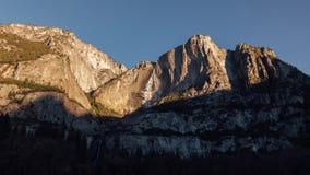 Morgensonnenaufgang auf Yosemite Falls stock video footage