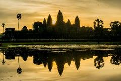 Morgensonnenaufgang bei Angkor Wat stockbilder