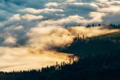 Morgentiefe wolken Stockfotografie