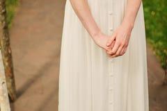 Morgon av bruden, kvinna som får klar för gifta sig ceremoni royaltyfria foton