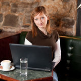morgon för cafekaffeinternet Arkivfoto