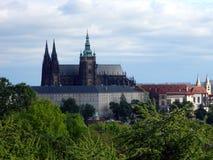 Morgon för Prague slott på våren Arkivfoto