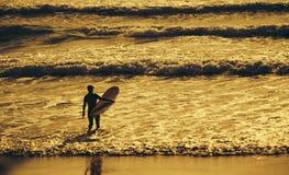 Morgon för surfare` s Fotografering för Bildbyråer