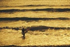 Morgon för surfare` s Royaltyfri Foto