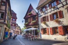 Morgon i Colmar, gammal medeltida stad i den Alsace regionen i Frankrike Royaltyfria Bilder