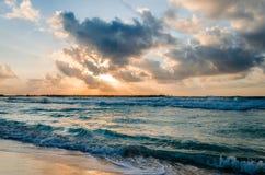 Morgon på den Cancun stranden Royaltyfri Fotografi