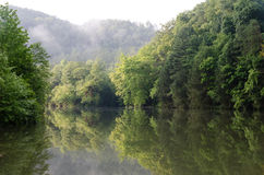 Morgon på den Ocoee floden Royaltyfri Fotografi