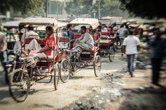 Morgon på en gata i gamla Delhi, Indien Arkivbilder