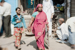 Morgon på en gata i gamla Delhi, Indien Arkivfoto