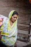 Morgon på en gata i gamla Delhi, Indien Royaltyfria Foton