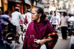 Morgon på en gata i gamla Delhi, Indien Royaltyfria Bilder