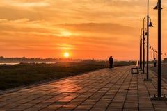 Morgon på en parkera nära den Khong floden i det Bueng Kan området, Th Royaltyfri Fotografi