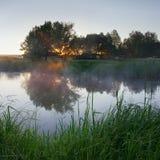 Morgon på floden Royaltyfri Fotografi