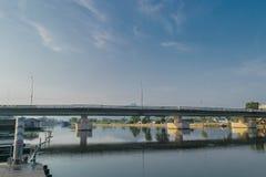 Morgon på floden Kwai, Kanchanaburi Thailand Fotografering för Bildbyråer