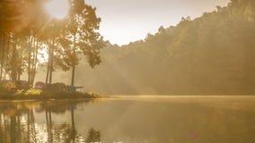 Morgon på Pang Ung Mae Hong Son arkivbild