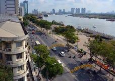 Morgon på Ton Duc Thang Street bredvid den Saigon floden Royaltyfri Bild