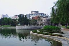 Morgon Xintiandi i Shanghai royaltyfri fotografi