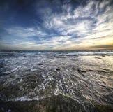 Morgonbris på sjösidan Arkivfoton