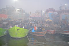 Morgondimma på Gangesen Fotografering för Bildbyråer