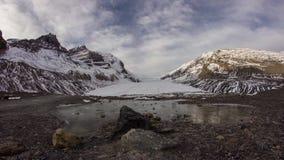 Morgonen fördunklar på den Athabasca glaciären stock video