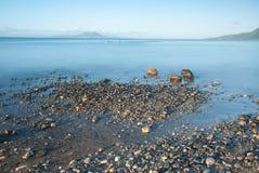 Morgonen går på stranden Royaltyfri Bild