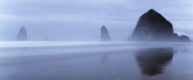 Morgonen på höstacken vaggar i Oregon Royaltyfria Bilder